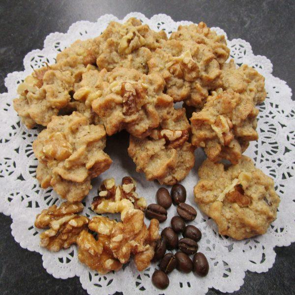 Baumnuss-Moccaretti (walnut mocha cookies) with main ingredients