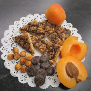 Haselnussecken (hazelnut triangles) with main ingredients