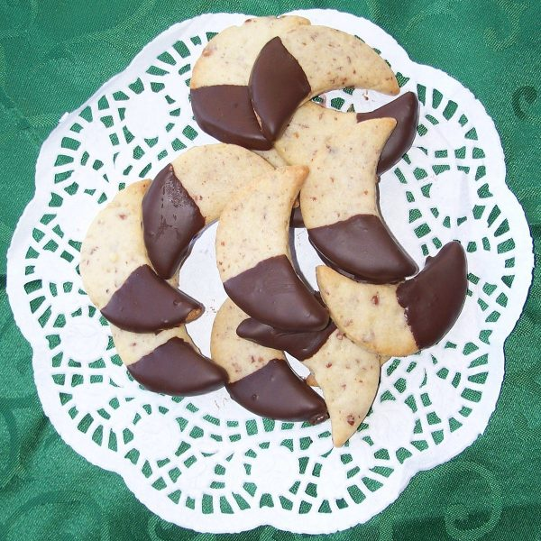 Mandelmöndli (chocolate-dipped almond crescents) homemade by Hildegard's Cookies