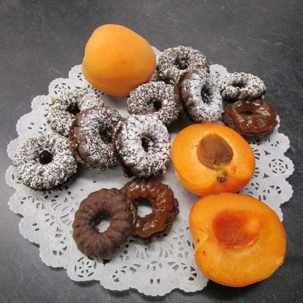 Wiener Ringli (chocolate shortbread with apricot jam) with main ingredients